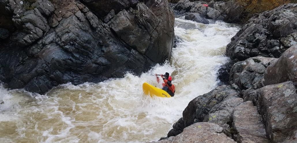 Outdoor : canoa sul fiume